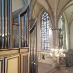 Orgel mit Leuchter